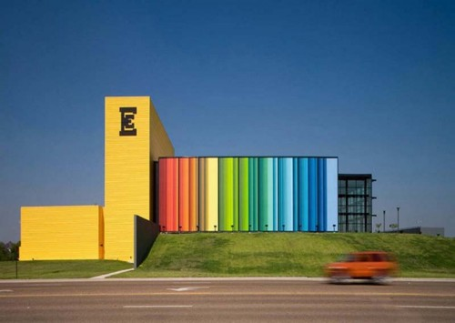 The-building-come-with-some-bright-color-on-the-wall