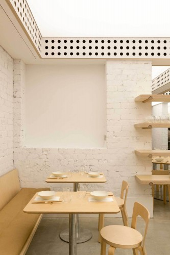Cho-Cho-San-Contemporary-Japanese-Restaurant-in-Sydney-by-George-Livissianis-Yellowtrace-01