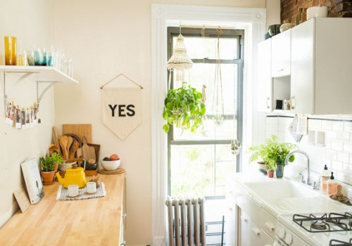 etsy-maryanne-moodie-apartment-etsyfind-home-tour-living-room-kitchen