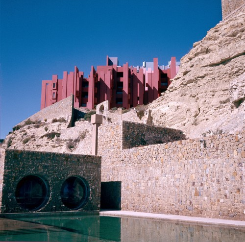 Ricardo_Bofill_Taller_de_Arquitectura_La_Muralla_Roja_Calpe_Spain_(10)