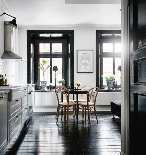 black-wood-trim-and-floor(pp_w740_h781)