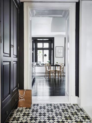 tiles-black-door(pp_w740_h989)