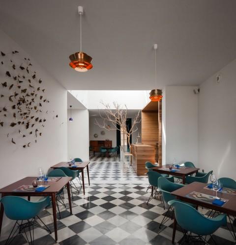 El-Tragaluz-Restaurant-by-Adolfo-Perez-Lopez-Yellowtrace-01