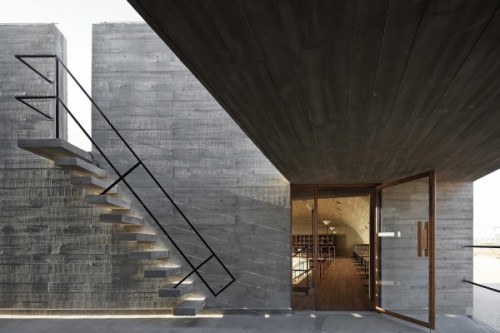 Lonely-Seashore-Library-in-China-by-Vector-Architects-Staircase-©Xia-Zhi-600x400