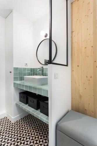 salle-de-bains-graphique-et-vintage_5640587