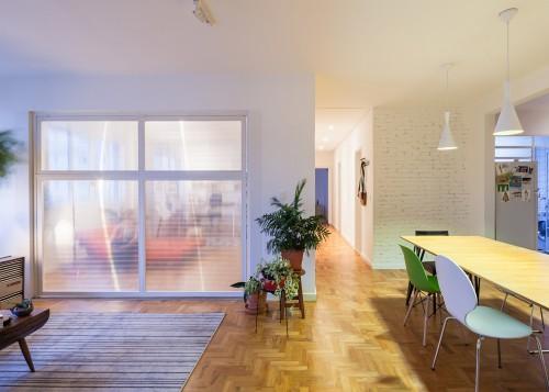 oscar-freire-apartment-claudia-bresciani-julia-risi-sao-paulo-brazil-pedro-vannucchi-a_dezeen_2364_ss_1