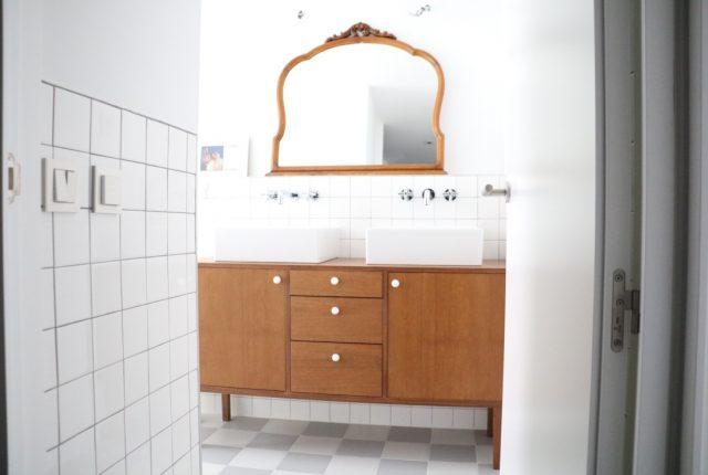 aparador en el cuarto de baño a medida Enola